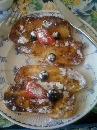 Bay Tree House Bed & Breakfast: this is the most beautiful French toast EVER!! Janice we love you <3