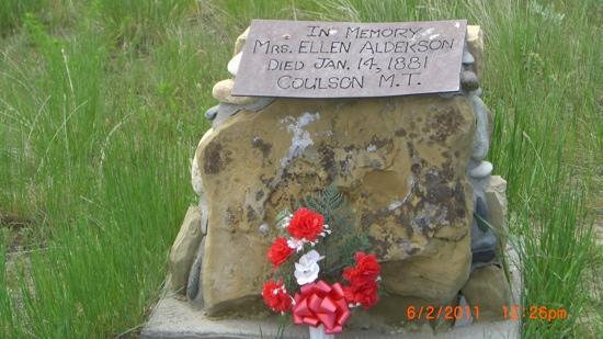 Boot Hill Cemetery : original monument