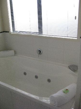 Ballinor Motor Inn: Double spa bath