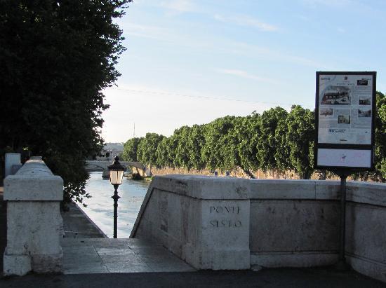 Hotel Ponte Sisto: Ponte Sisto Bridge