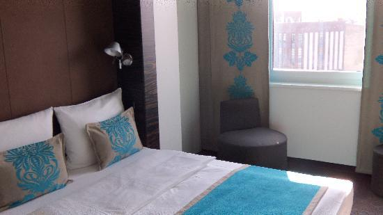 Motel One Berlin-Tiergarten: Nice cozy Bed