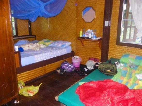Bungalow Raya Resort: Inside