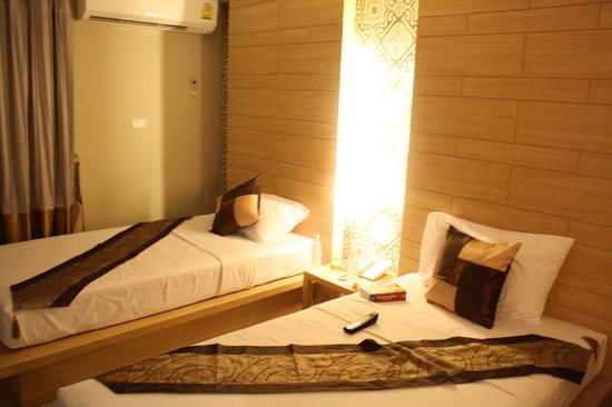 Chinotel Phuket: Vista de las camas