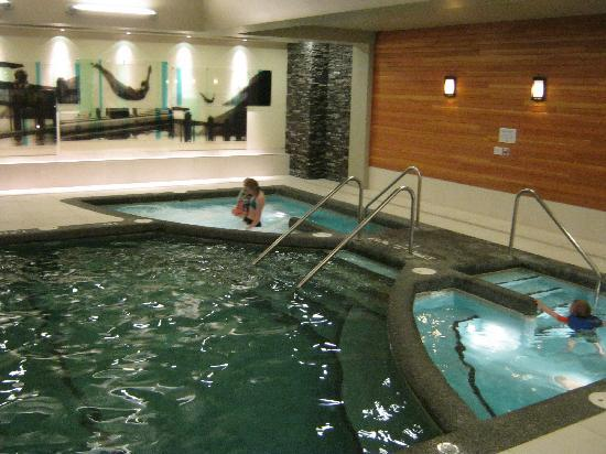Banff Park Lodge Resort and Conference Centre: Banff Park Lodge Pool