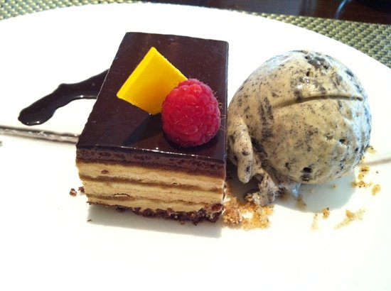 Cafe Causette - Mandarin Oriental Hotel: big dish of opera and ice cream