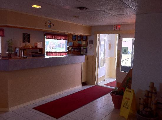 Travelers Inn: Front Desk Lobby