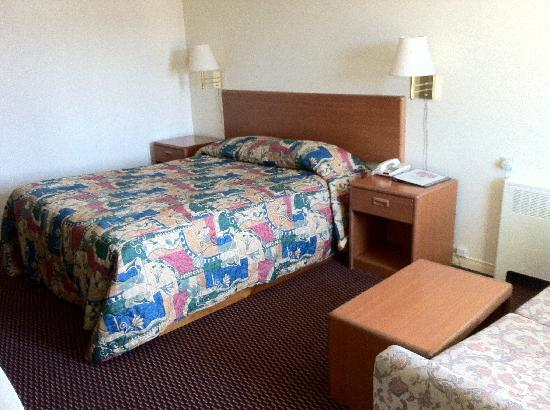 Travelers Inn: Single Queen Size Room
