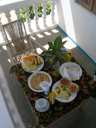 Kizi Dolphin Lodge: Breakfast