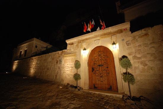 Cappadocia Castle Cave Hotel: entry