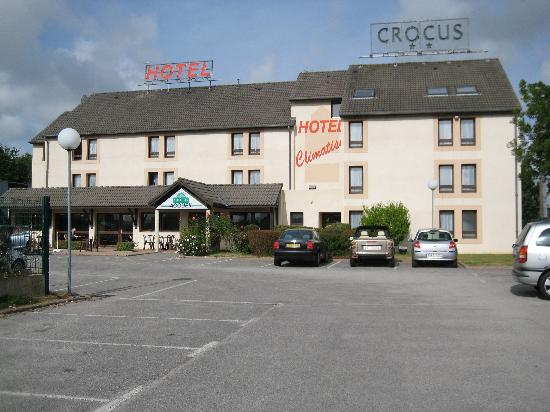 Hotel Crocus Dieppe: Front and car park