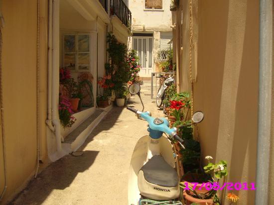 Hotel Gortyna: Retimnon.street.