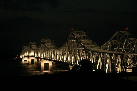 Super 8 Natchez: View of Mississippi River Bridge