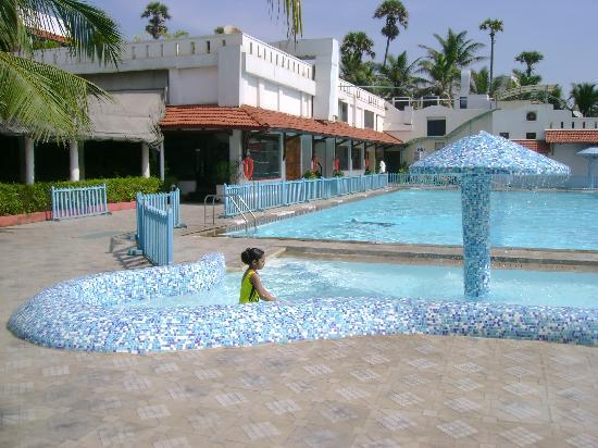 Palm Beach Hotel & Resort: the swimming pool