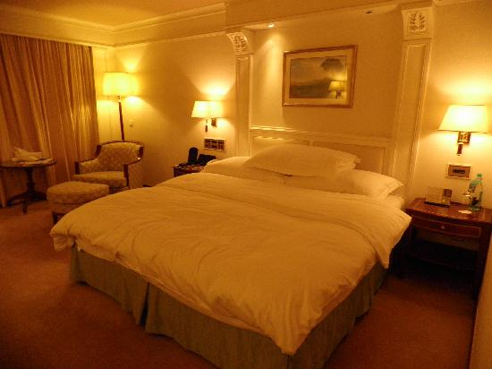 InterContinental Grand Stanford: My hotel room & bed