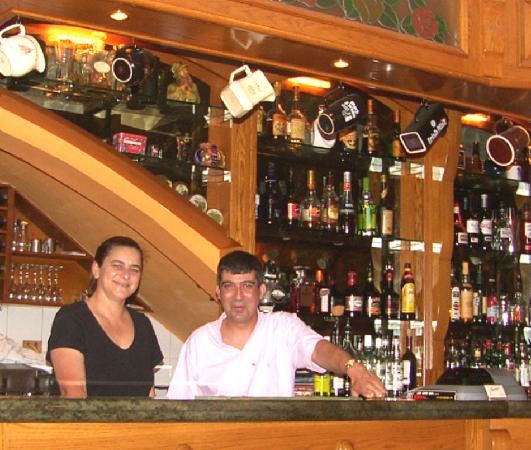 Churchill's Bar and Restaurant : Owners and propriaters Paul and Natalie Cachia.