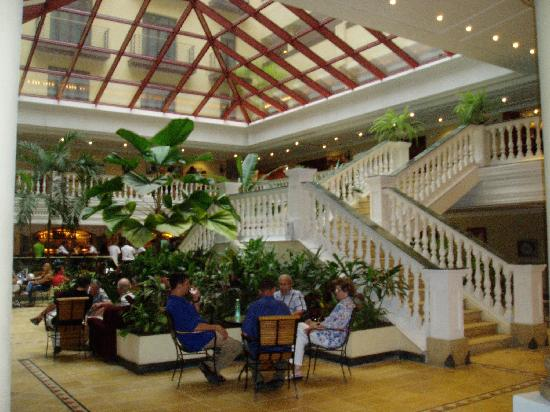 Iberostar Parque Central: Lobby & Bar