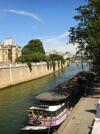 River Seine: Walking along the Seine