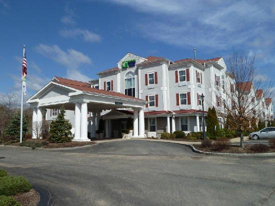 Holiday Inn Express Amherst-Hadley: Front of the Hotel
