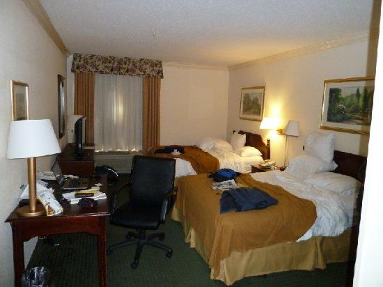 Holiday Inn Express Amherst-Hadley: Inside the 2-queen room