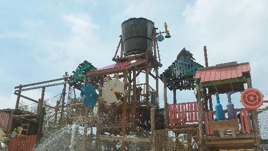 Agawam, MA: tipping bucket at Hurricane Harbor