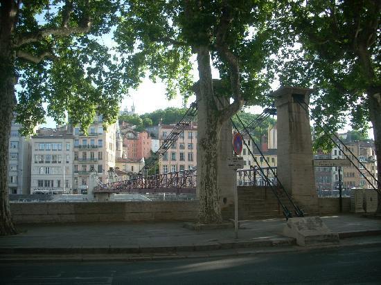 Lyon, France: ponte pedonale