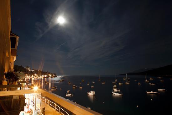 Adoral: Aussicht vom Balkon in der Nacht
