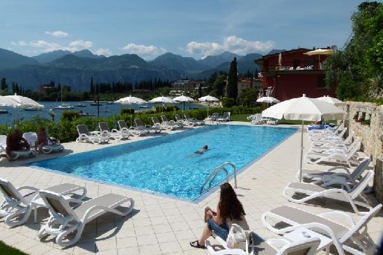 Hotel Rosa: Großer Pool