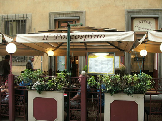 Street seating at Il Porcospino