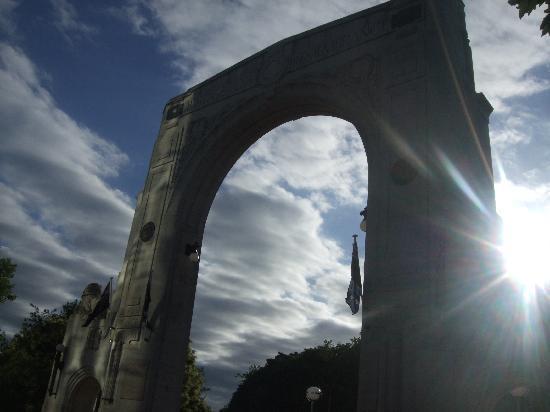 Bridge of Remembrance: 橋