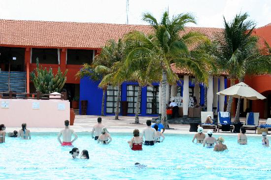 Club Med Cancun Yucatan: water aerobics
