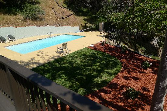 Mountain Trail Lodge: SWIMMING POOL