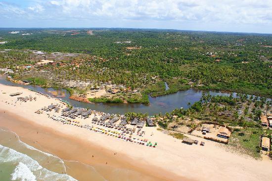 Imbassai, BA: paisaje de la confluencia del rio y oceáno