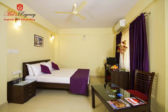 Mel's Regency Hotel : Superior AC Room