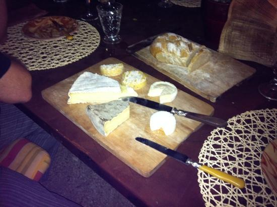 Sous L'olivier: the cheeses each night