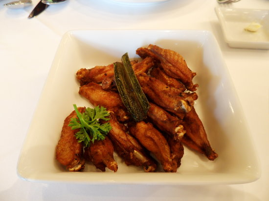 Another Hound by Greyhound: Single bone chicken wings