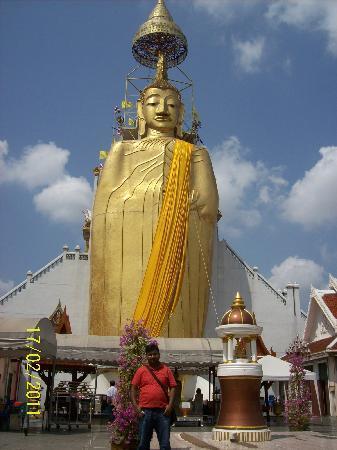 Grande Ville Hotel: standing buddha