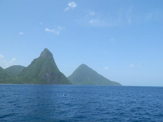 Villa Beach Cottages: Piton Mountains