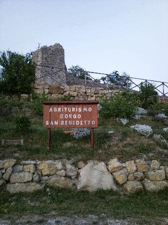 Agriturismo Borgo San Benedetto : La vista che ci accoglie all'arrivo