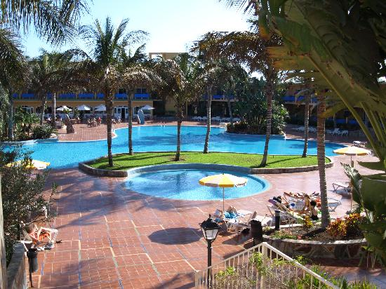 Club Drago Park Hotel : Spotless Poolside...cleaned daily