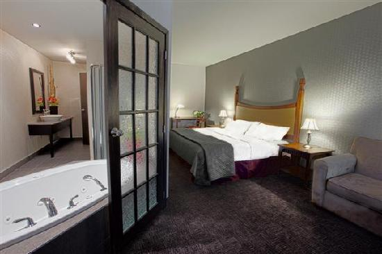 Hotel Universel Quebec: Suite 1 king et bain tourbillon