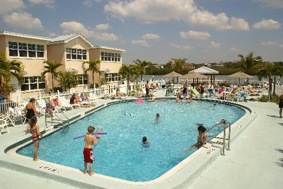 "Barefoot Beach Resort: Fun at the ""Barefoot"" pool"