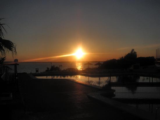 Insotel Club Maryland: tramonto con piscina..