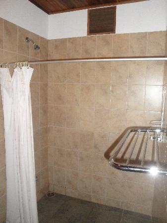 Cabinas Calocita: Part of the bathroom
