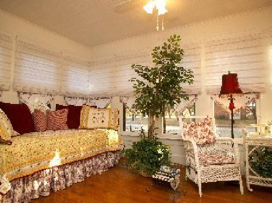 Elm Street Bed & Breakfast : Sunroom