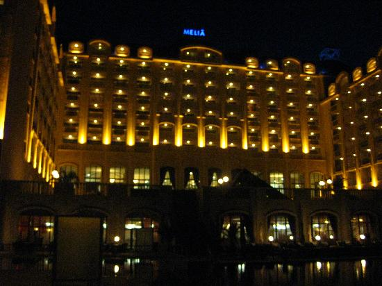 Melia Grand Hermitage : night view of the hotel