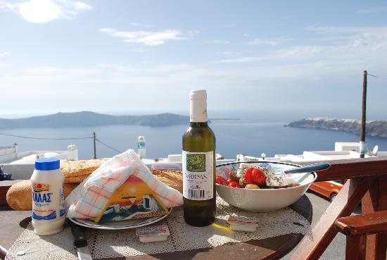 Merovigliosso Apartments: LUNCH IN THE TERRACE