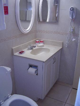 Ramada Plaza Marco Polo Beach Resort : restroom
