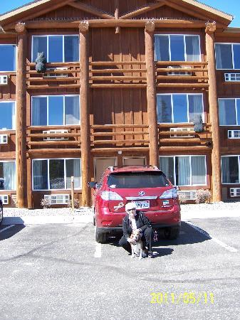 Kelly Inn West Yellowstone: outside our room