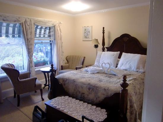 Marifield House B&B: Bed Room