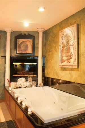 Prairieside Suites: All rooms have a whirlpool tub & Fireplace